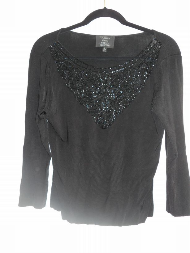 Carmen-Marc-Valvo-Collection-Sweater---sequin-v-neck-size-L_2936A.jpg