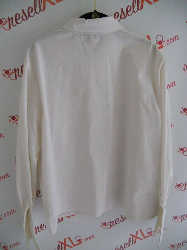 St.-John-Sport-Size-L-Classic-White-Wrinklefree-Blouse_2971B.jpg