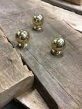 Round-brass-knobs_1296A.jpg