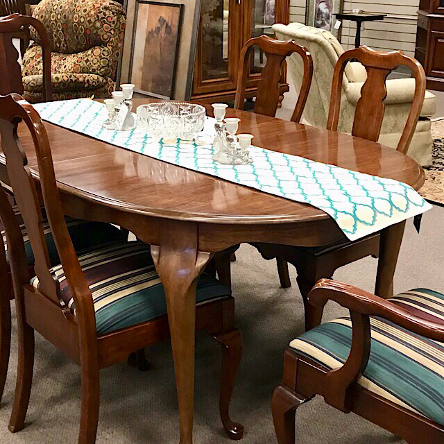 Clearance Pennsylvania House Dining Table & Chairs