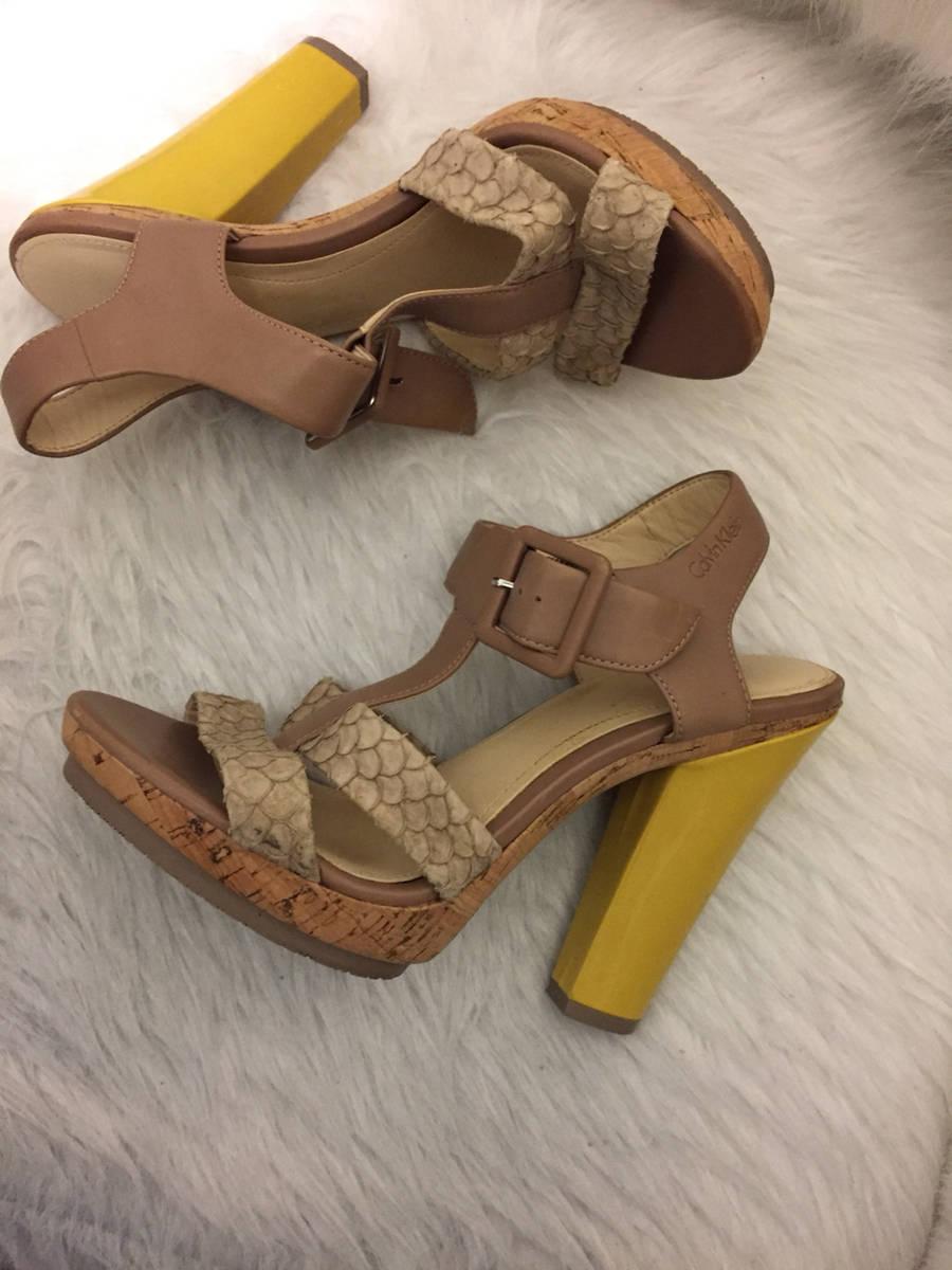 Calvin-Klein--Sz-7-T-Strap-Sandal-Yellow-Heel-Shoe-Cork-Platform-Snake-Embossed_6607E.jpg