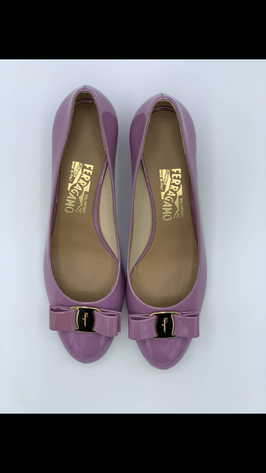 Salvatore-Ferragamo-Shoe-10-Pump-Patent-Leather-Bow-Lavender-New-Gold-Hardware_12611D.jpg