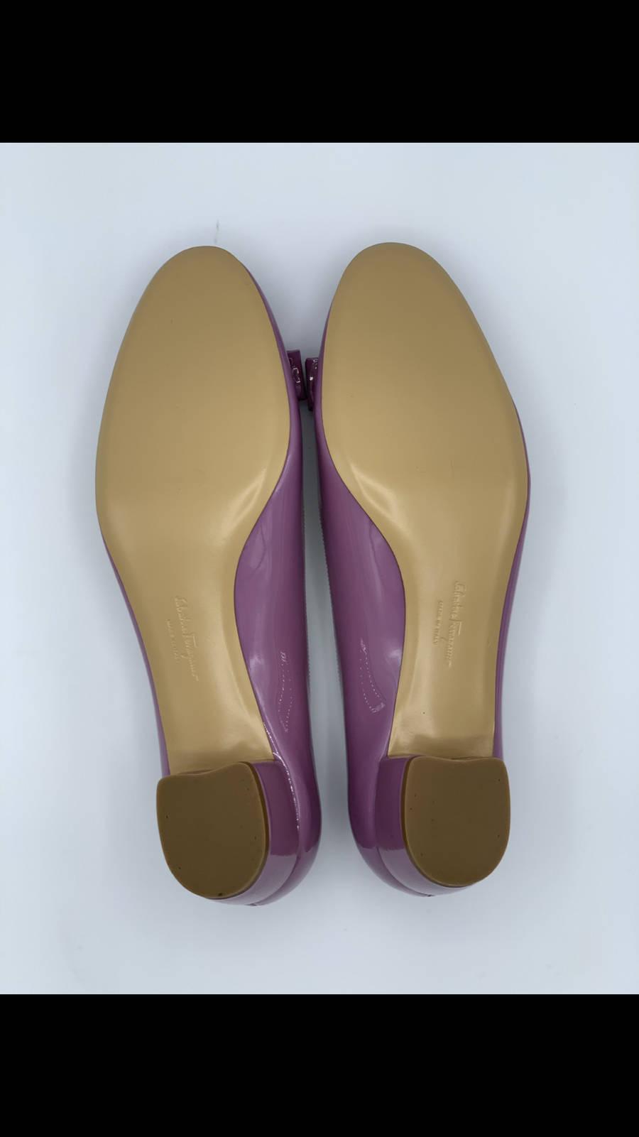 Salvatore-Ferragamo-Shoe-10-Pump-Patent-Leather-Bow-Lavender-New-Gold-Hardware_12611E.jpg
