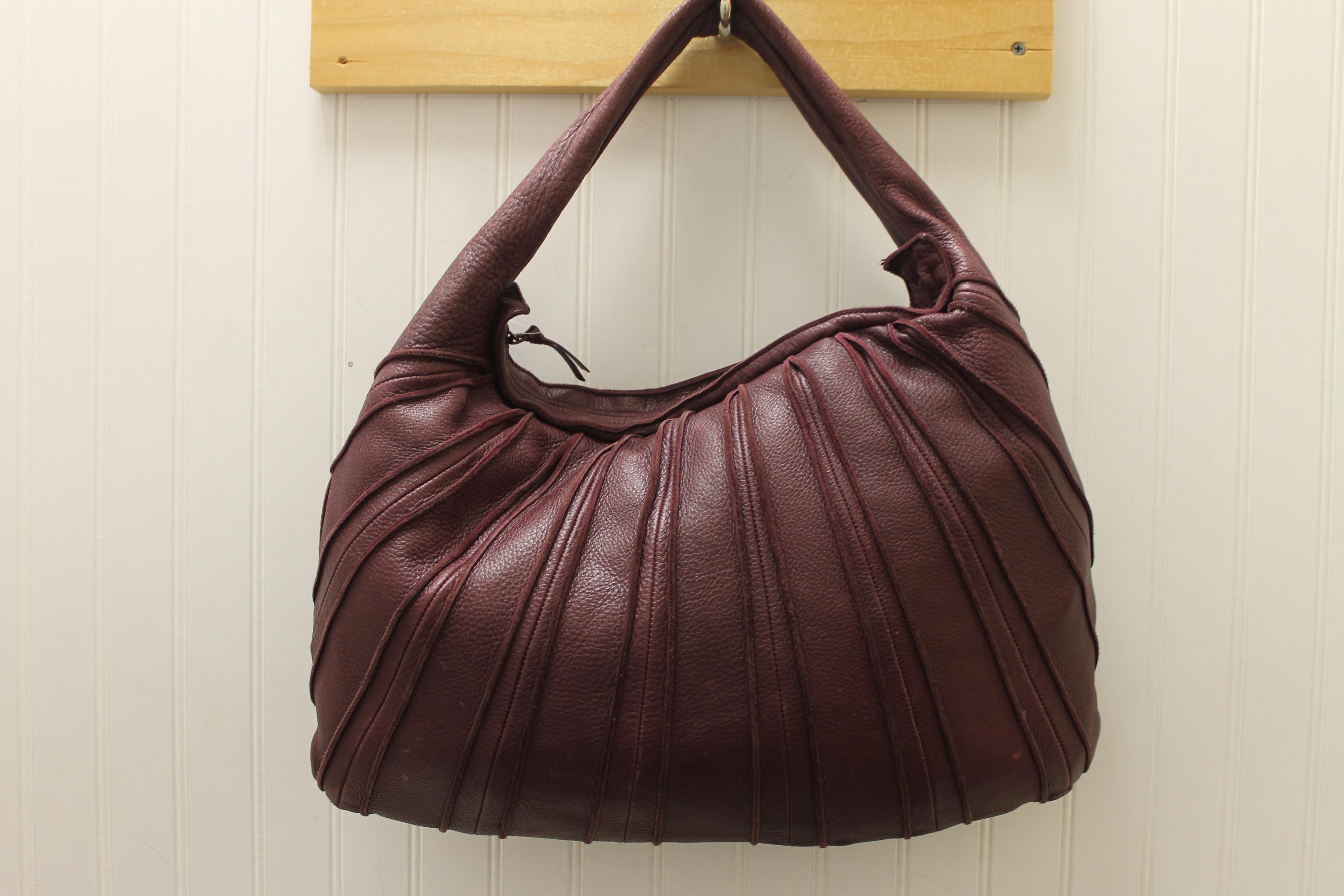 ac9e0e9ac9 BOTTEGA-VENETA-MERLO-Leather-Solid-SHOULDER-BAG 66537A.jpg