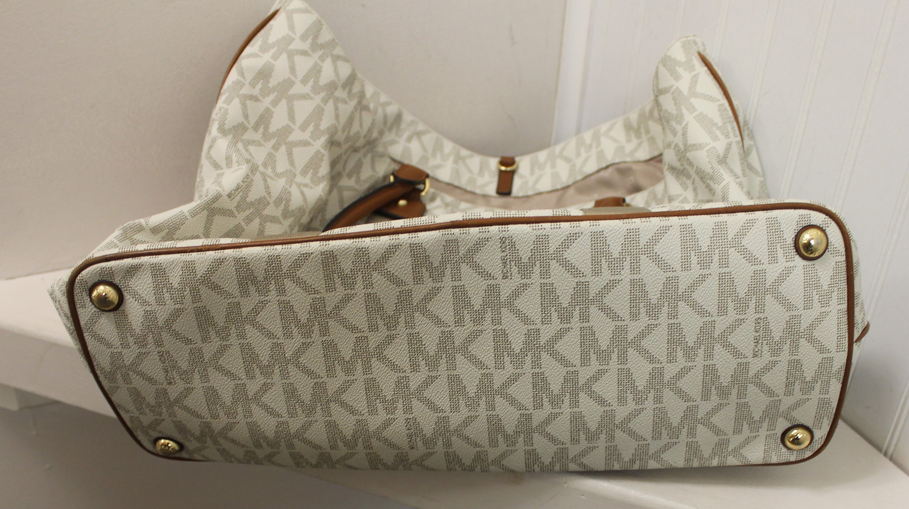 MICHAEL-KORS-WHITE-BROWN-GRAY-LEATHER-AND-CANVAS-LOGO-TOTE_69120D.jpg