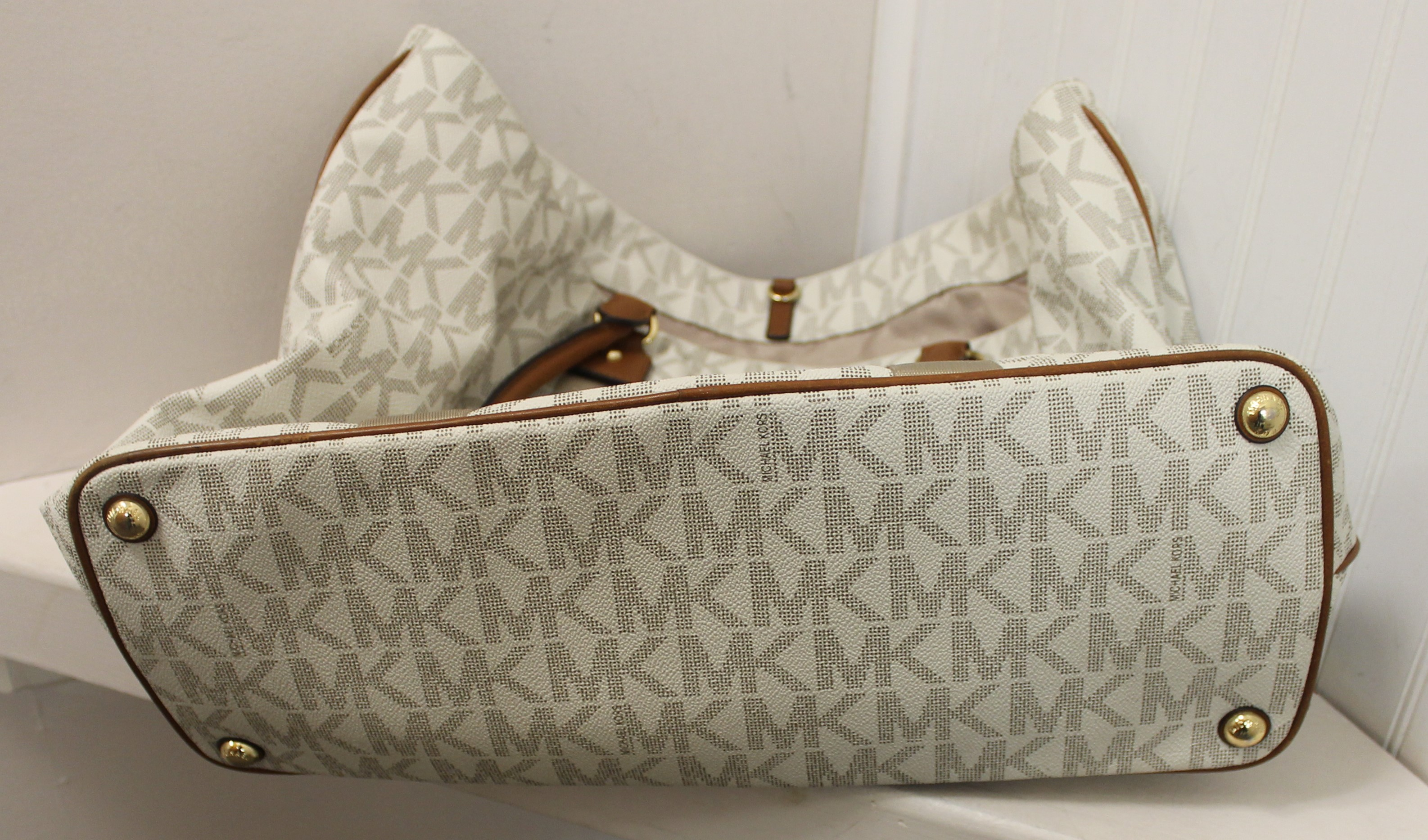 MICHAEL-KORS-WHITE-BROWN-GRAY-LEATHER-AND-CANVAS-LOGO-TOTE_69120H.jpg