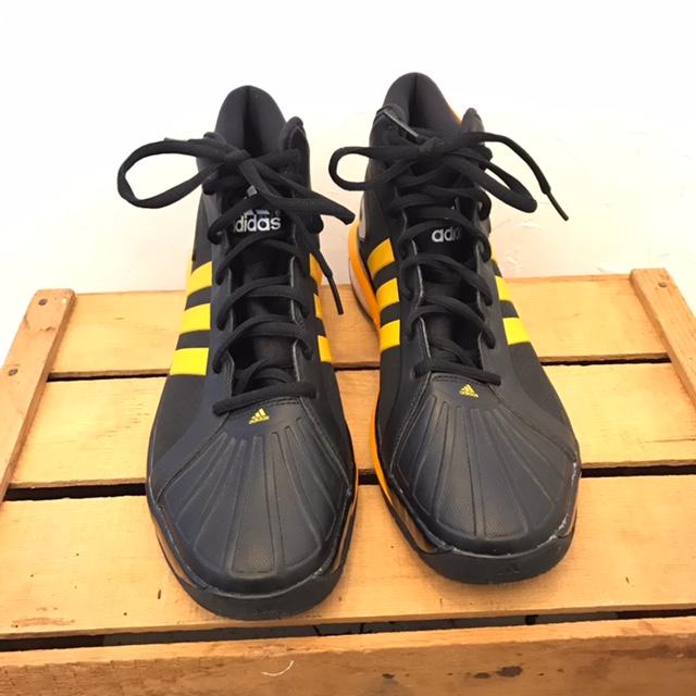 ADIDAS-15-Sneakers_220007A.jpg