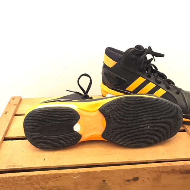 ADIDAS-15-Sneakers_220007C.jpg