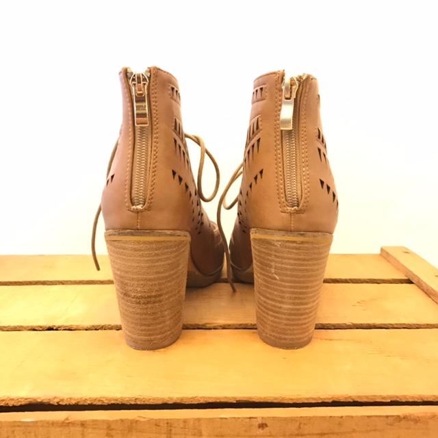 CATHERINE-MALANDRINO-7.5-Heels--Wedges_206256B.jpg