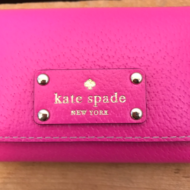 KATE-SPADE-HOT-PINK-Wallet_223523B.jpg