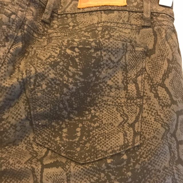 LUCKY-BRAND-Size-25-Pants_226348D.jpg