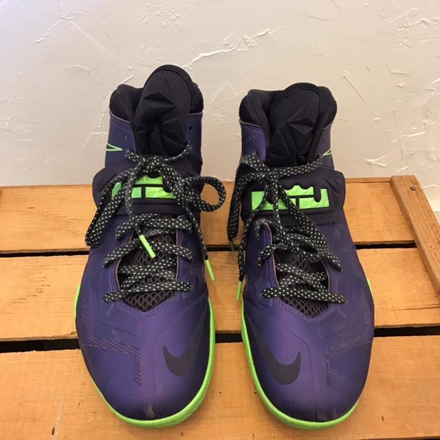 NIKE-12-Sneakers_220008A.jpg