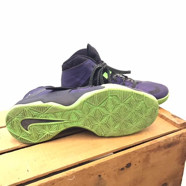 NIKE-12-Sneakers_220008C.jpg