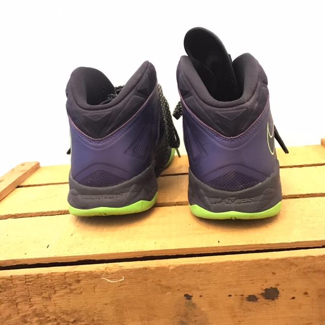 NIKE-12-Sneakers_220008D.jpg