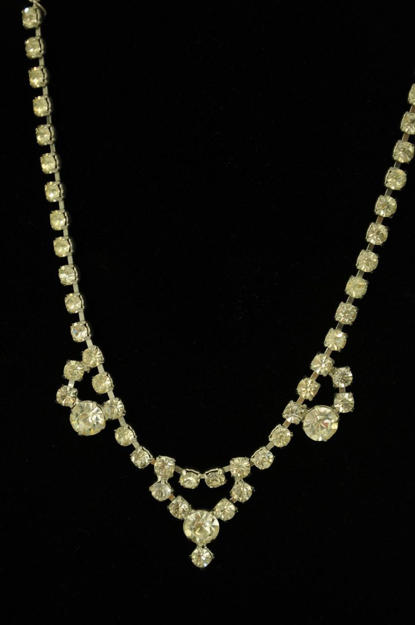Silver-Necklace_188454B.jpg