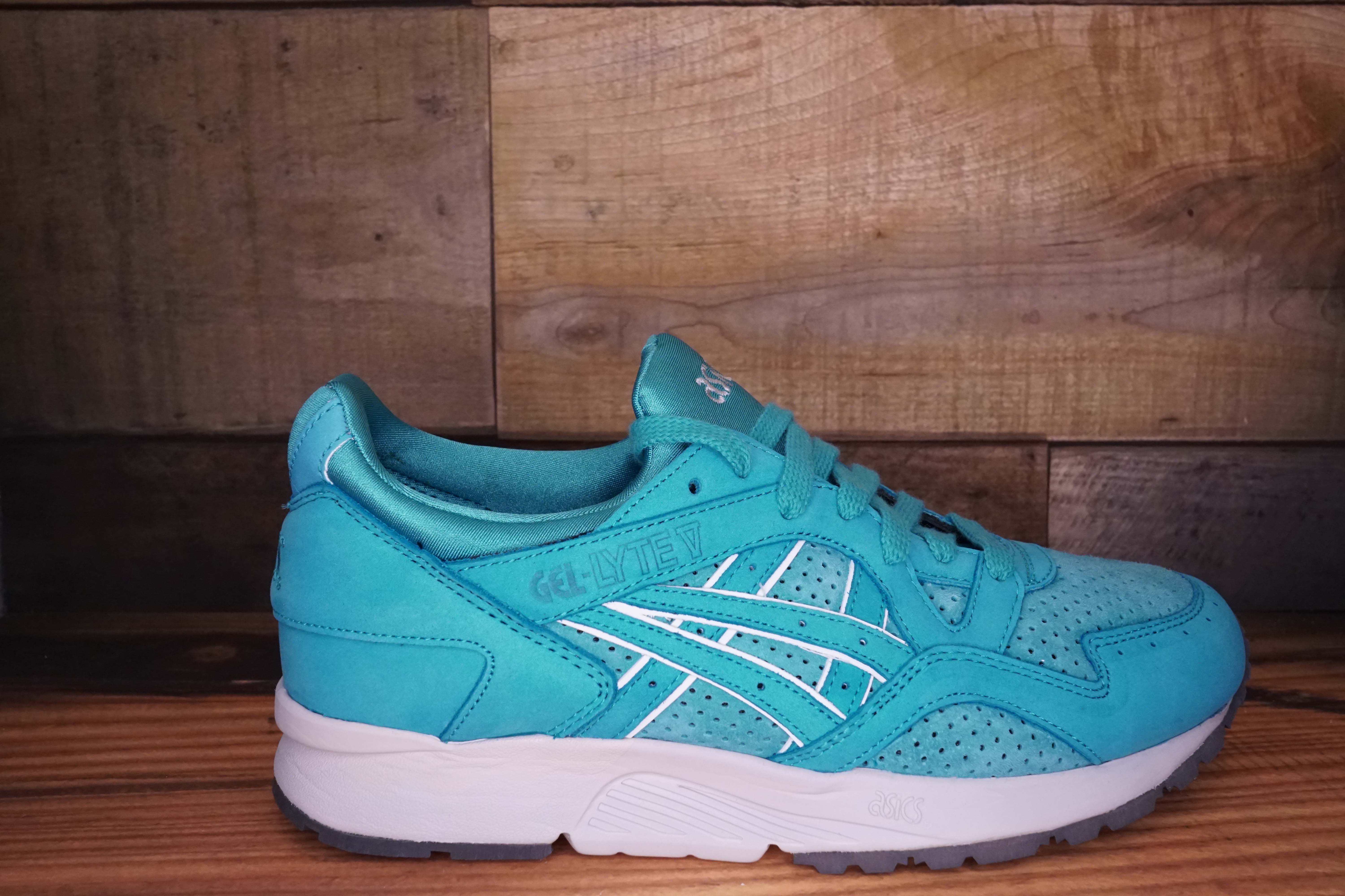 Asics-Gel-Lyte-V-COVE-Size-9.5-New-with-Original-Box_1690A.jpg