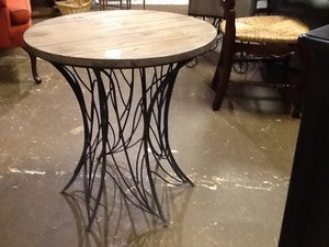 Crestview-Accent-Table_10160583A.jpg