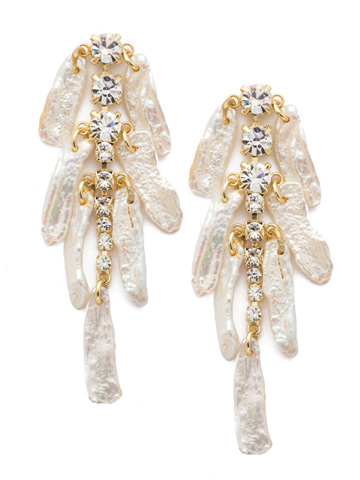 Amalia Earring in Bright Gold-tone Polished Pearl