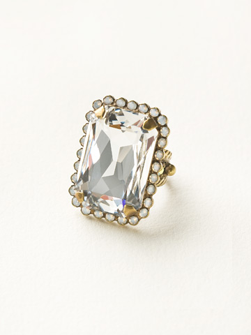 Luxurious Emerald-Cut Cocktail Ring in Antique Gold-tone White Bridal