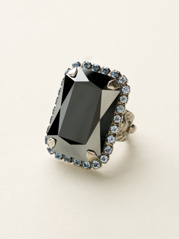 Luxurious Emerald-Cut Cocktail Ring in Antique Silver-tone Ice Blue