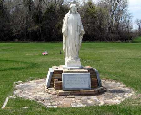 *SUNSET MEMORIAL PARK, STATUE - Davison County, South Dakota | STATUE *SUNSET MEMORIAL PARK - South Dakota Gravestone Photos