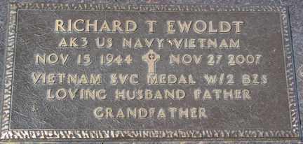 EWOLDT, RICHARD T. - Minnehaha County, South Dakota   RICHARD T. EWOLDT - South Dakota Gravestone Photos