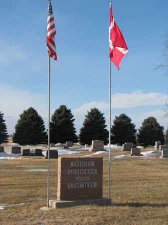 ***TRINITY LUTHERAN, FLAGPOLES - Yankton County, South Dakota | FLAGPOLES ***TRINITY LUTHERAN - South Dakota Gravestone Photos