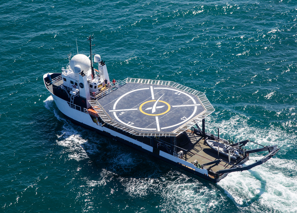 SpaceX Rehearses Helicopter Landing at Sea