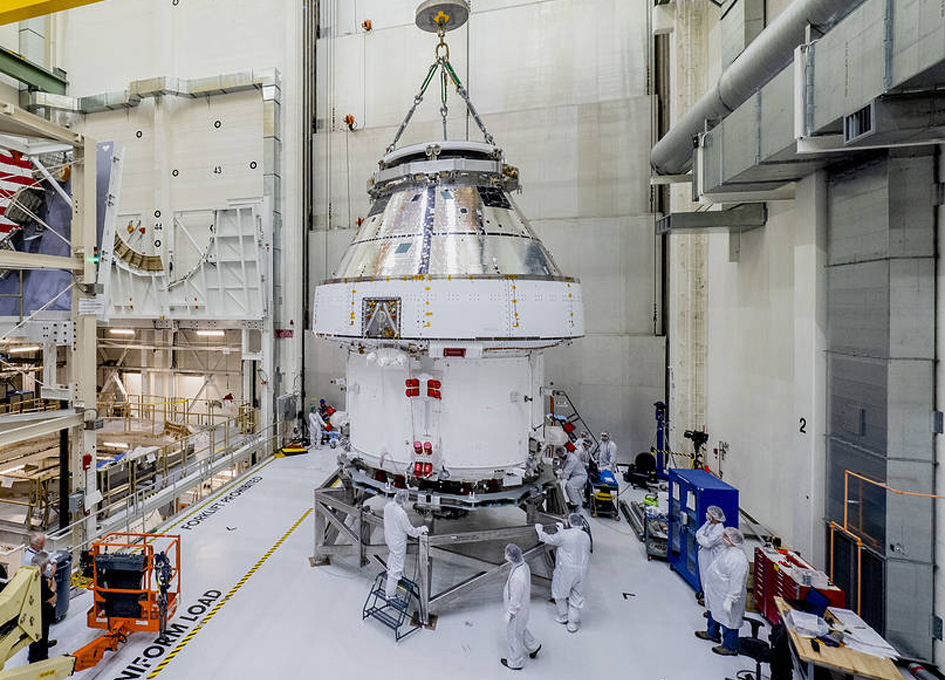 Orion Moved from Assembly Stand Ahead of Shipment to Ohio for Tests