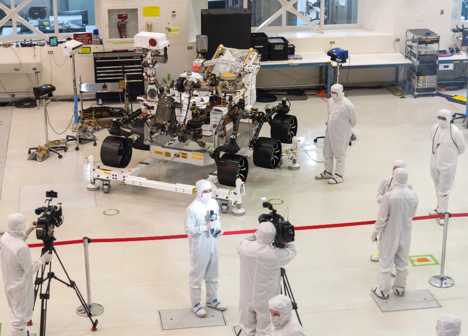 This Week at NASA: A Surprise Comet, Mars Rover and More