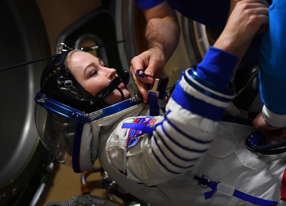 Yulia Peresild Prepares To Return To Earth