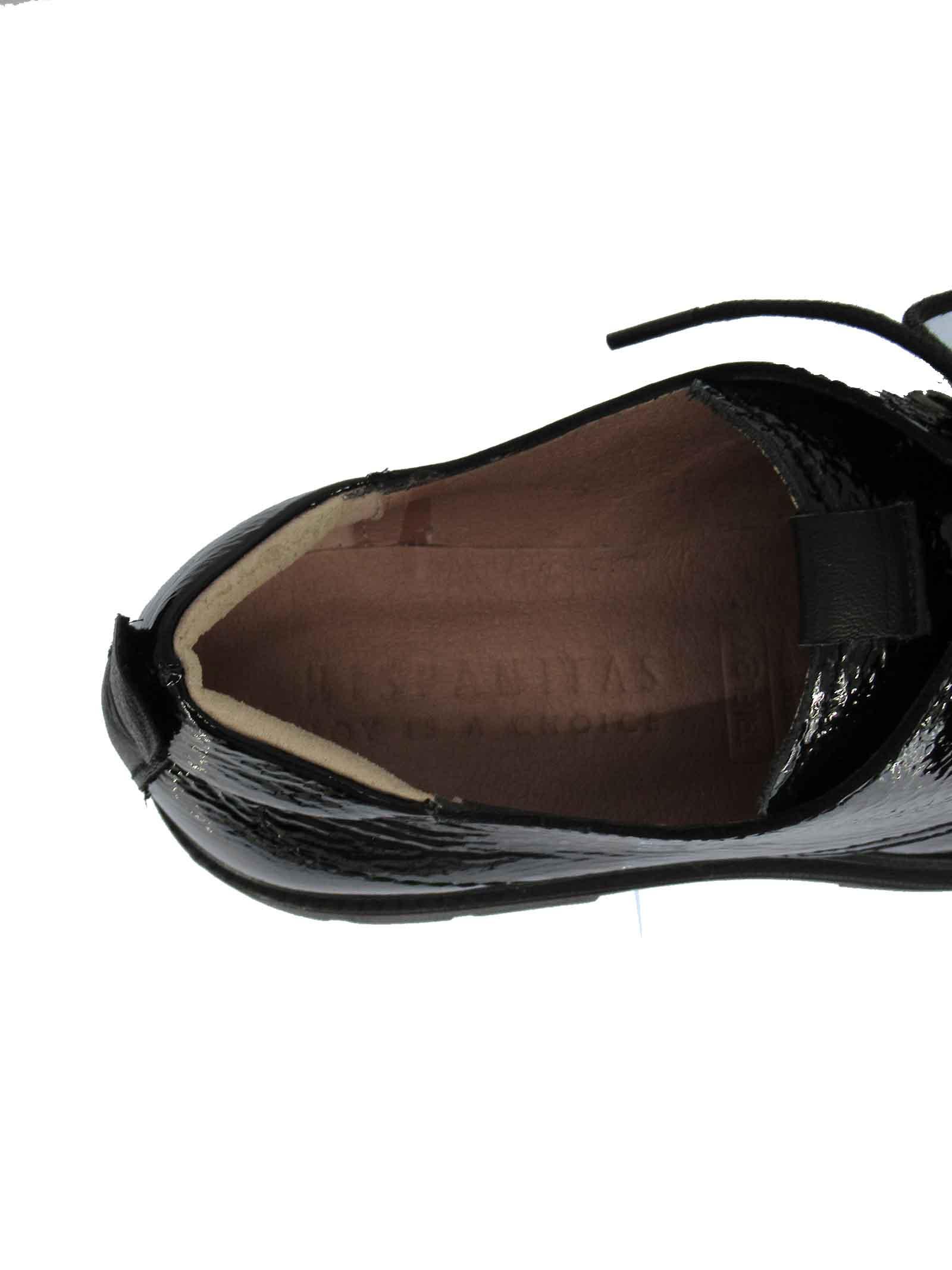 Calzature Donna Stringate Alison in Pelle Vernicita Morbida nera con Fondo Gomma Carrarmato in Tinta Hispanitas   Stringate   HI211862001