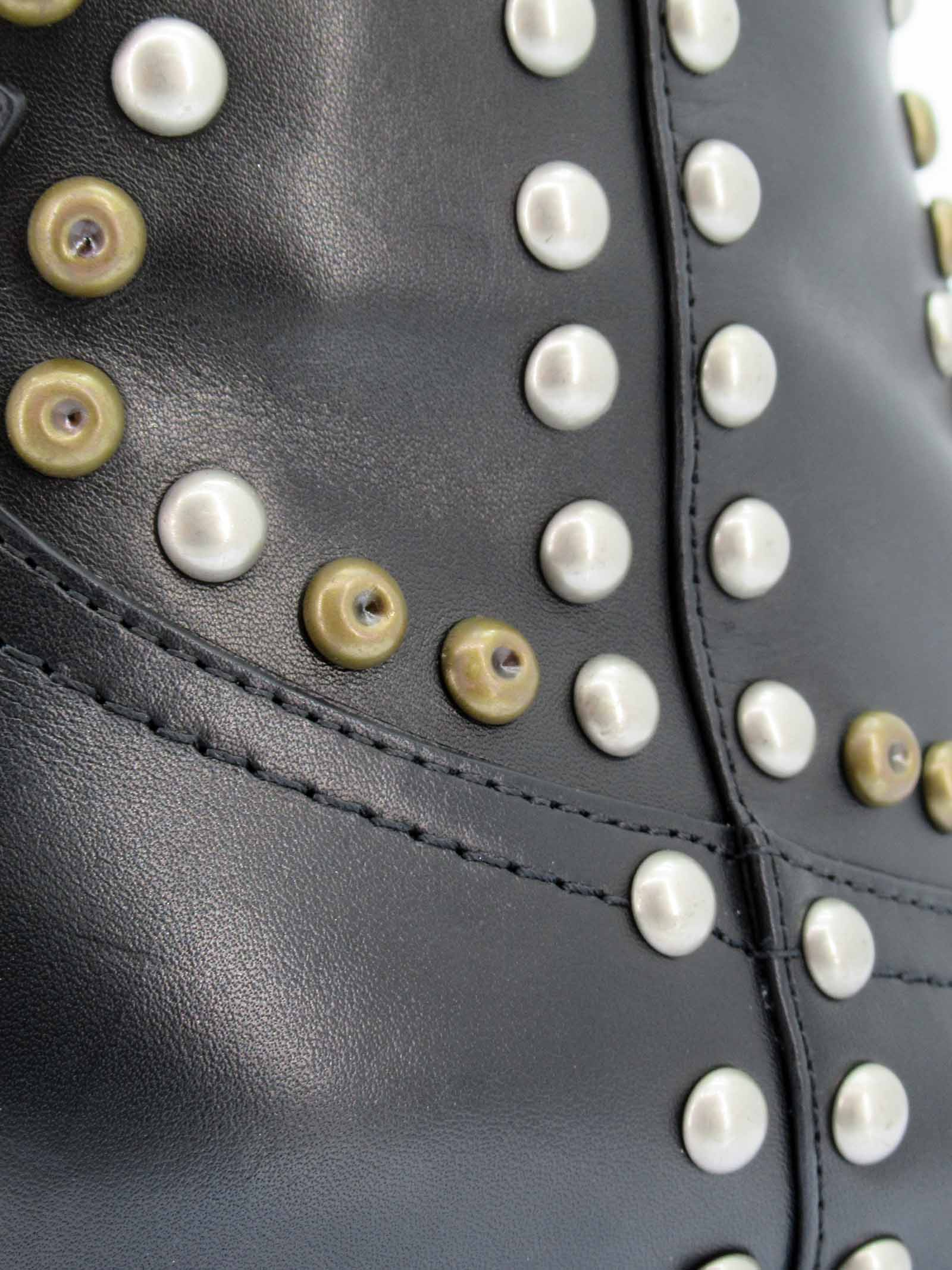 Calzature Donna Stivaletti Texani in Pelle Nera con Borchie in Bronzo e Argento Tacco Texano Lola Cruz | Stivaletti | 266T11BK001