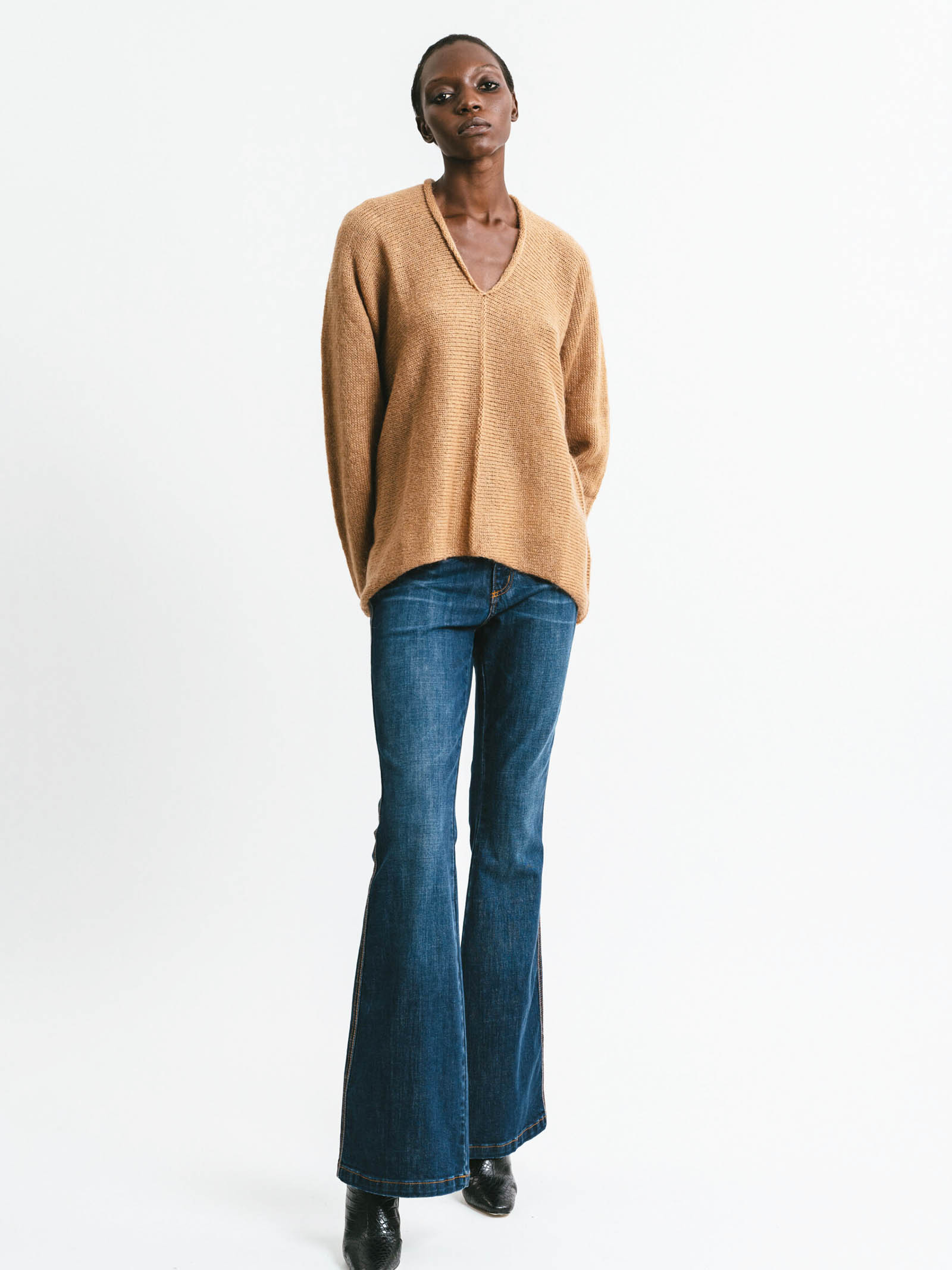 Abbigliamento Donna Maglia Scollo a V in Mohair Cammello Maniche Lunghe Pink Memories | Maglieria | 1114024