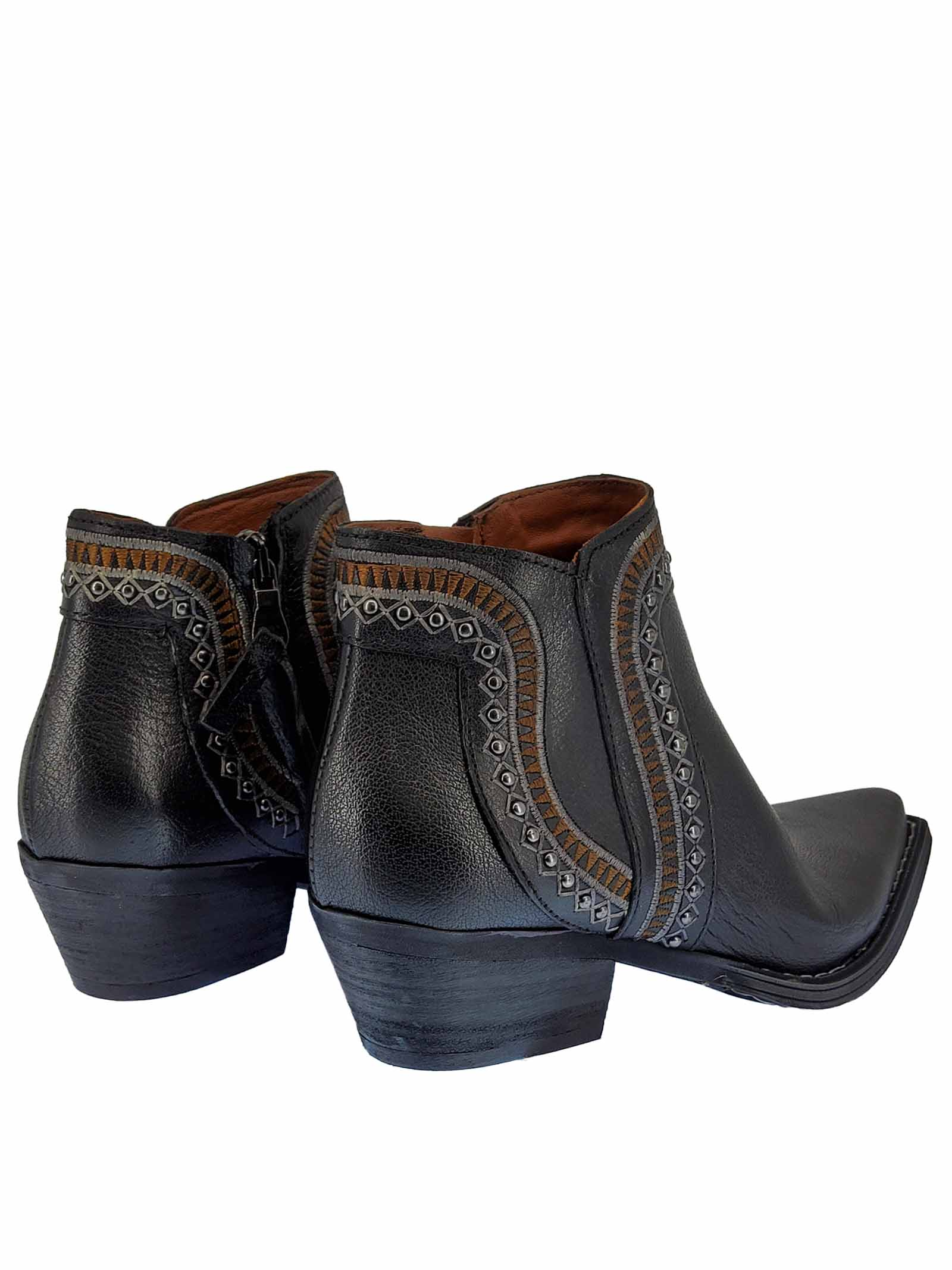 Women's Shoes Texans Ankle Boots in Black Leather with Studs and Side Zip Stitching and Square Toe Zoe   Ankle Boots   NEZ05001