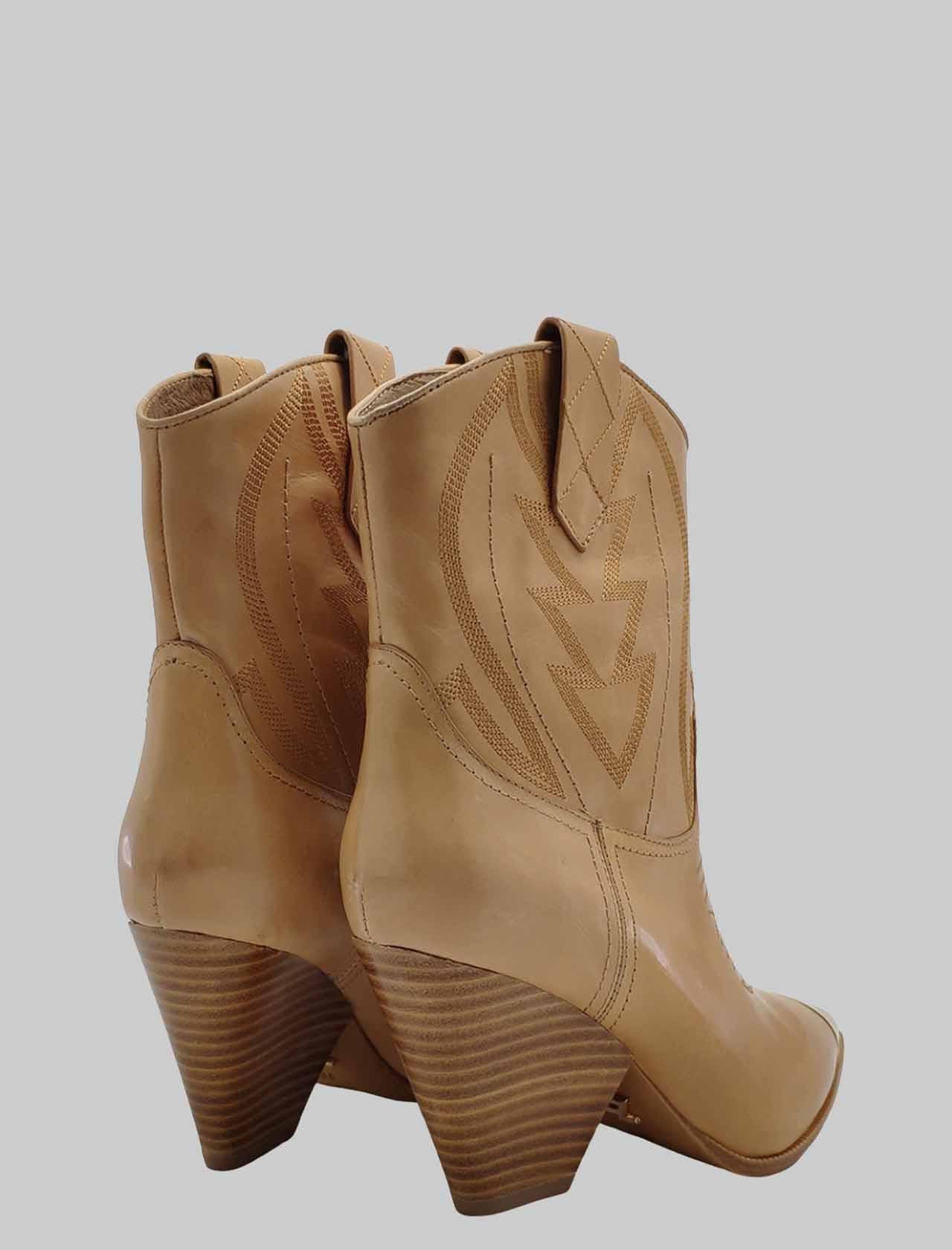 Calzature Donna Stivaletti Texani in Pelle Cuoio Con Puntale e Cuciture Lola Cruz | Stivaletti | 293T10BKCAMEL