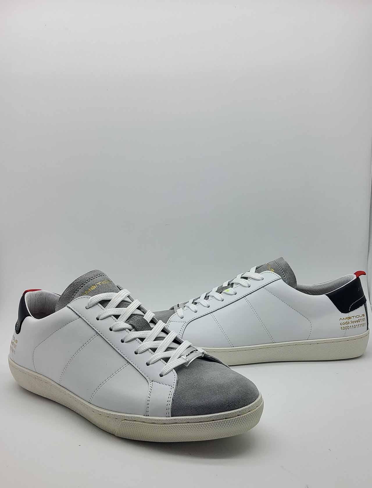 Calzature Sneakers Uomo Stringata in Pelle Bianca e Camoscio Off White con Fondo in Gomma Ambitious   Sneakers   8102100