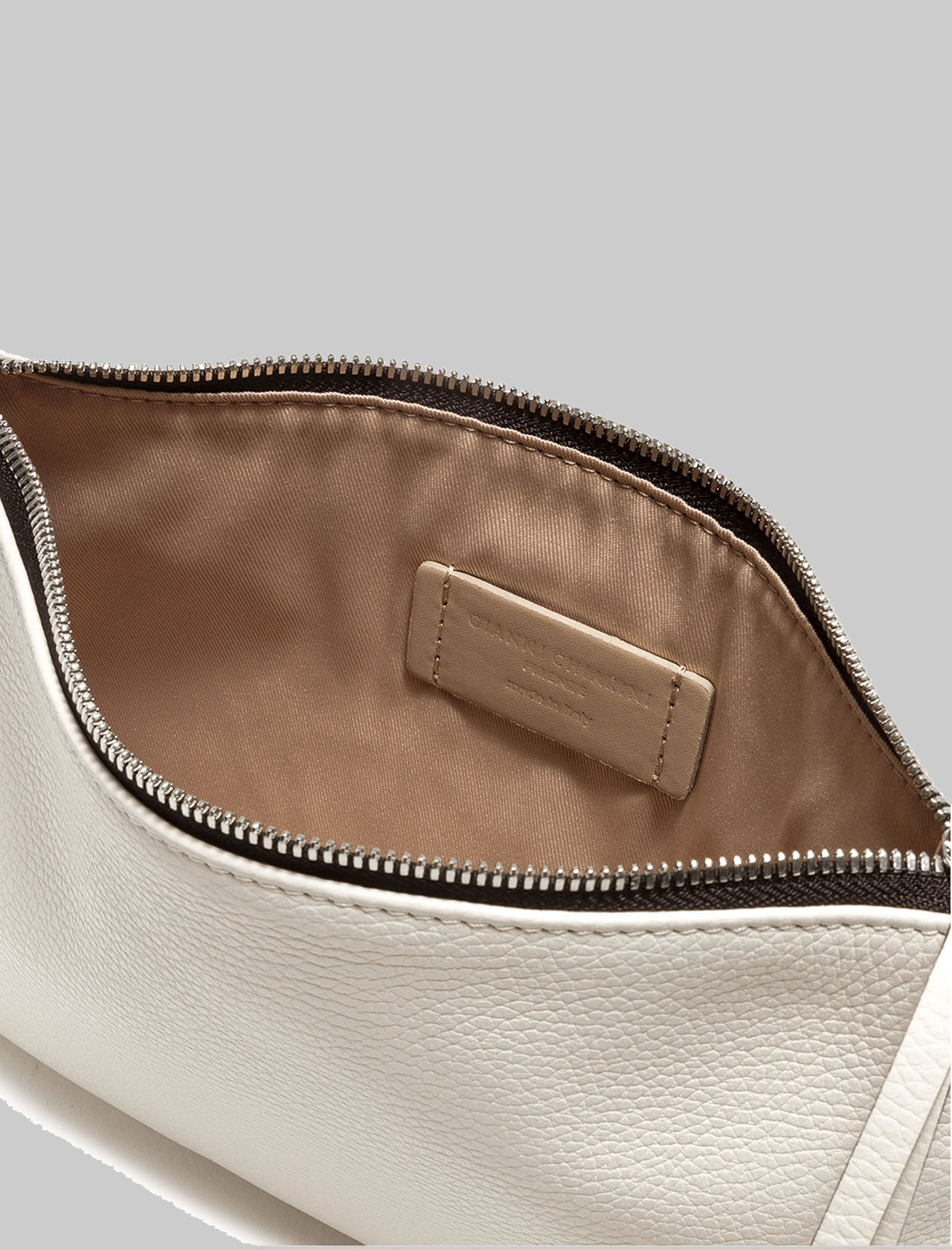 Hermy large women's clutch in cream leather with handle and adjustable and removable shoulder strap Gianni Chiarini | Bags and backpacks | BS36953089