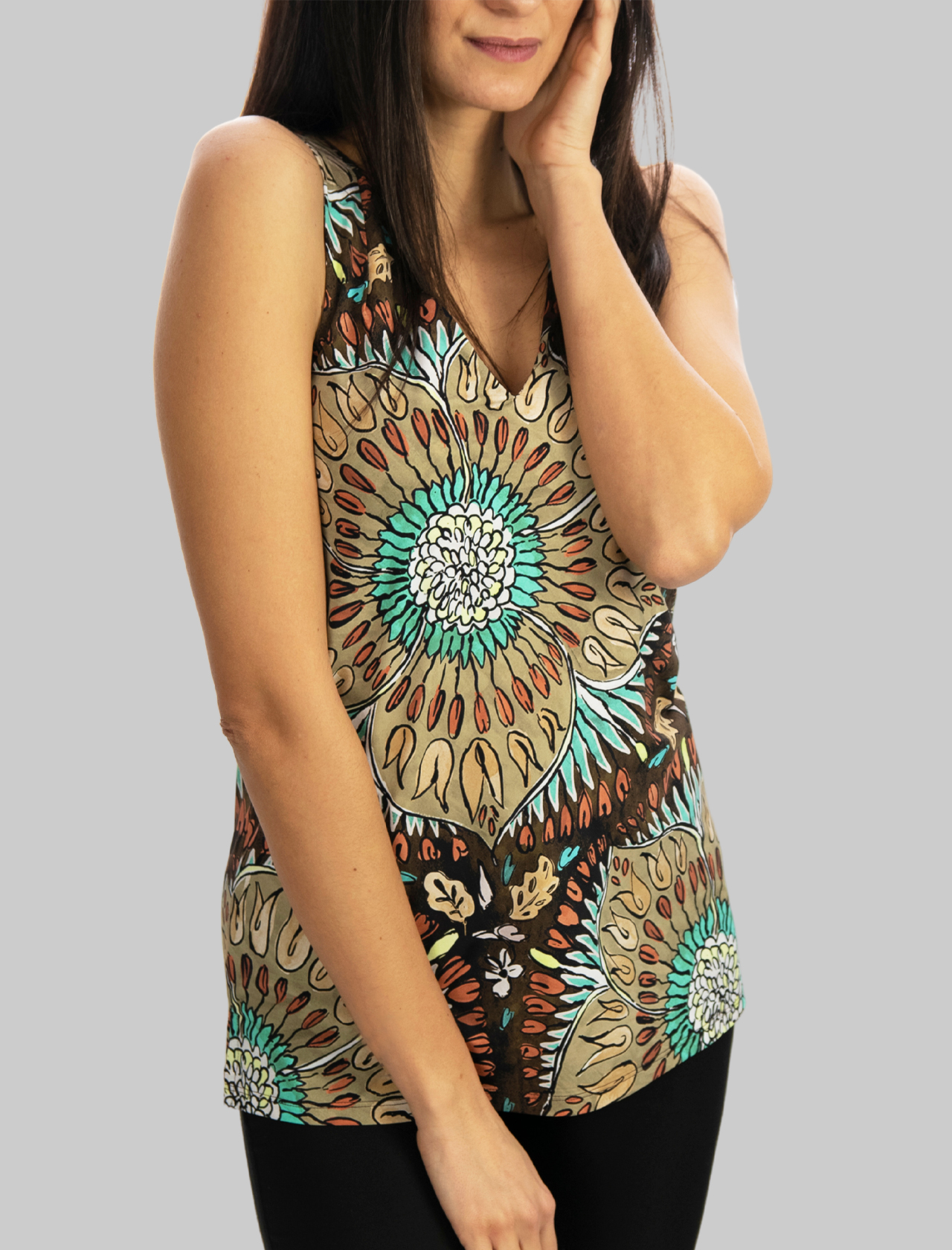 Women's Clothing Top Welcome Summer in Taupe Pattern with V-Neck Maliparmi | Shirts and tops | JP539170407B4067