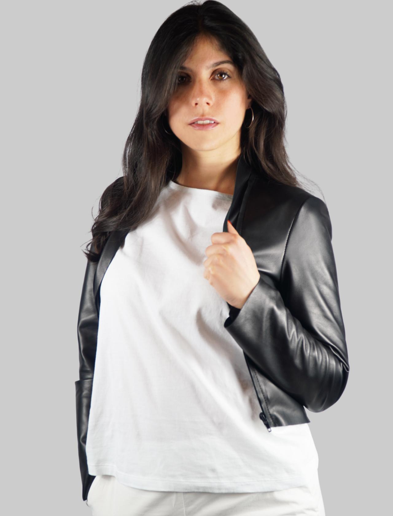 Abbigliamento Donna Giubbino Bolerino in Pelle Nera con Inserto sul Davanti in Pelle a Tono Spatarella | Giacche e giubbini | 2154001
