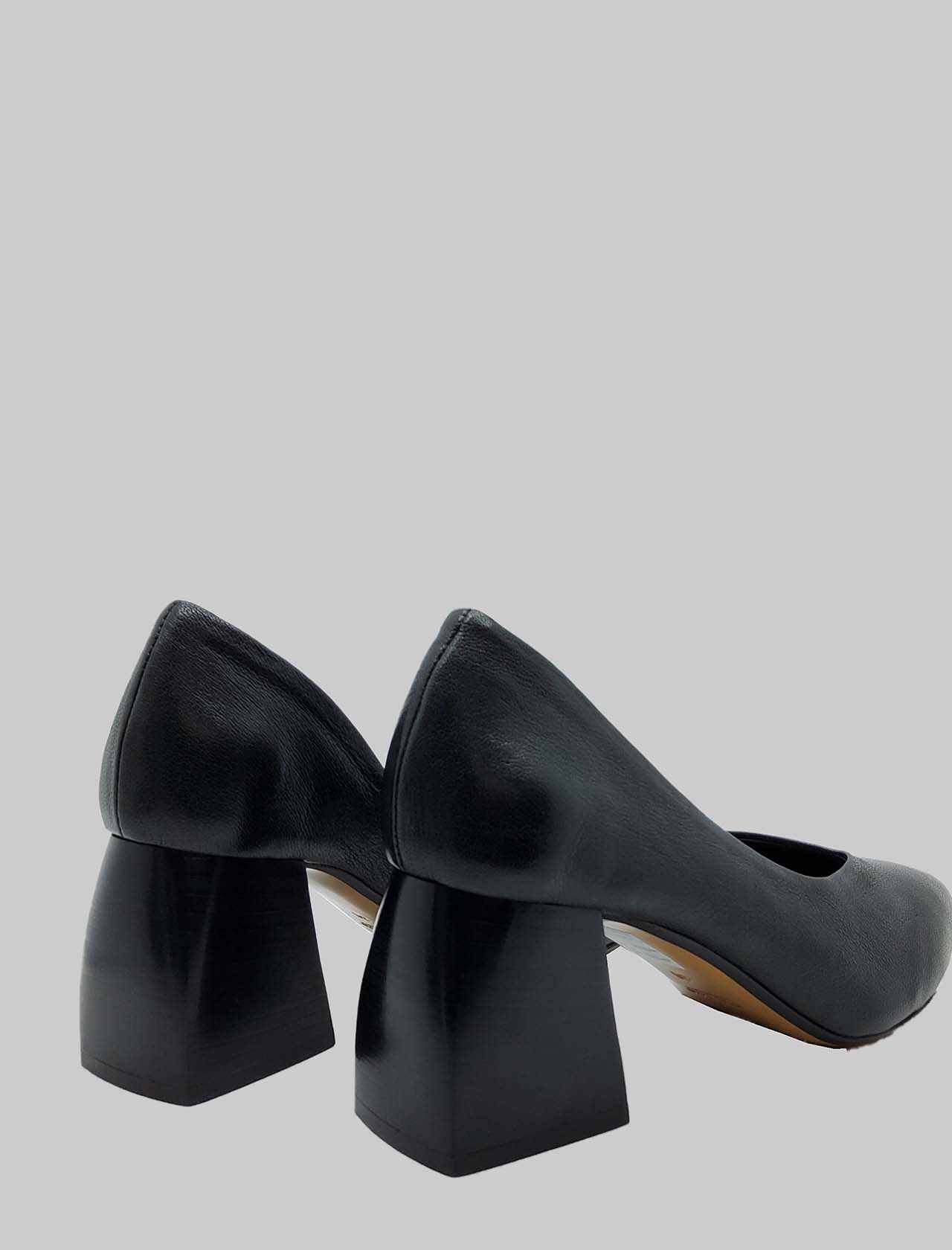 Women's Shoes Black Leather Décolleté with Leather Heel and Pointed Toe Spatarella   Pumps   SP30001