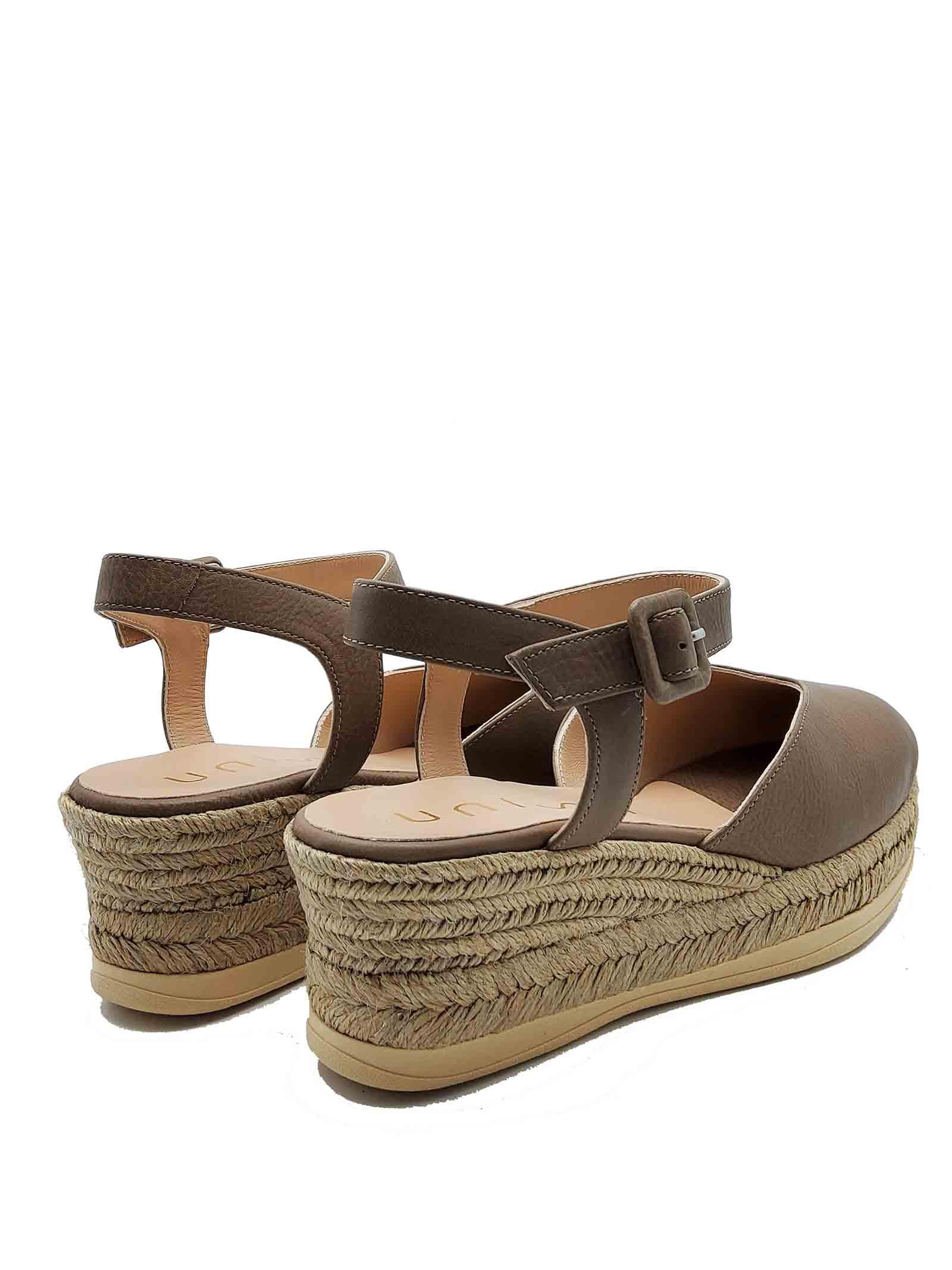 Calzature Donna Sandali Espadrilles in Pelle Taupe con Cinturino alla Caviglia e Punta Chiusa Unisa | Sandali Zeppa | CEINOS023