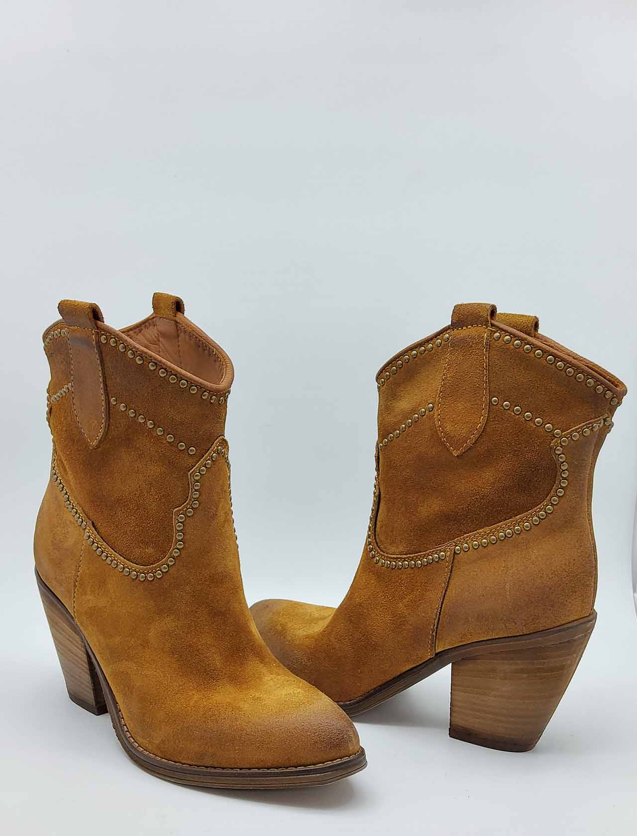 Women's Shoes Texan Ankle Boots in Leather Suede with Aged Studs and Leather Heel Zoe | Ankle Boots | CREEK01014