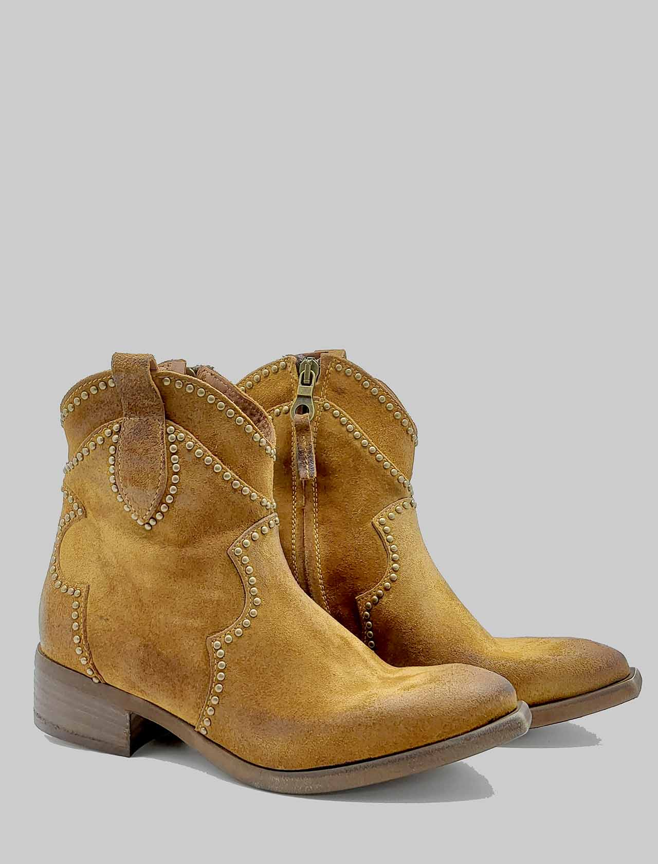 Calzature Donna Stivaletti Texani In Camoscio Cuoio Con Borchie Zoe | Stivaletti | INVIT02014