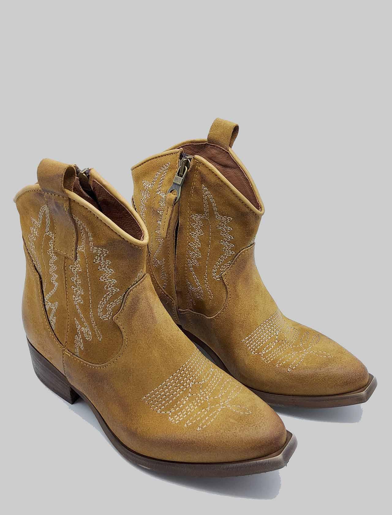 Calzature Donna Stivaletti Texani in Camoscio Camel con Cuinture Zoe   Stivaletti   NEWTEXRIC014