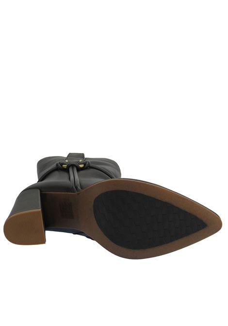 Calzature Donna Stivaletti in Pelle Marrone con Accessorio Oro Laterale Punta a Punta e Tacco Alto Bruno Premi | Stivali | BC6105X013