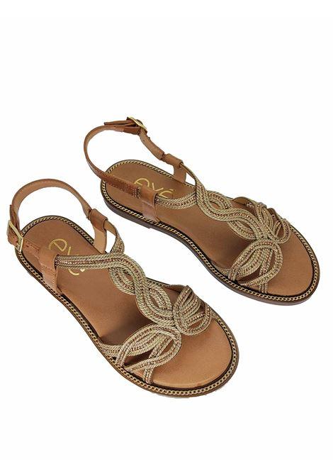 Calzature Donna Sandali Bassi in Eco Pelle Nude Con Ricami in Oro e Cinturino alla Caviglia Exe | Sandali Flat | ARIANA516602