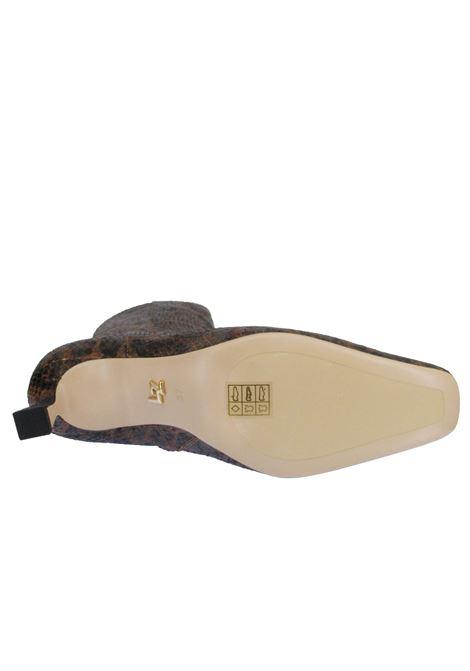 Calzature Donna Stivali in Pelle Stampa Pitone Bronzo con Punta Quadrata e Zip Laterale Lola Cruz | Stivali | 001T48BK500