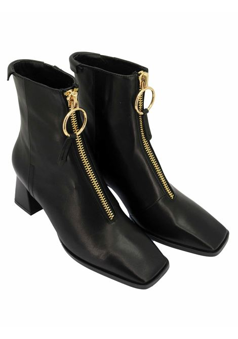 Women's Shoes Ankle Boots in Black Leather with Gold Zip Square Toe and Matching Wide Heel Lola Cruz | Ankle Boots | 093T10BK001