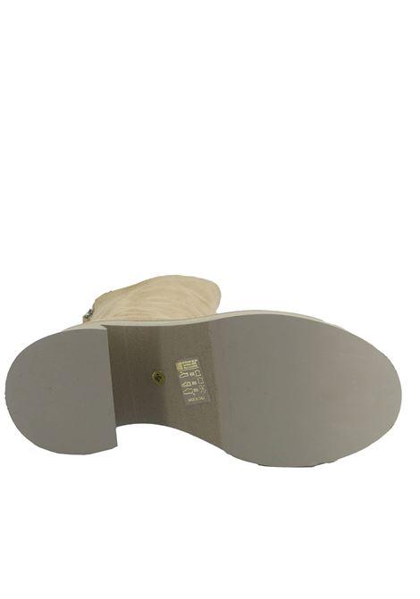 Calzature Donna Stivali in Camoscio Beige con Zip Posteriore e Tacco e Zeppa Micro Ultra Leggero Tattoo | Stivali | MON 18015